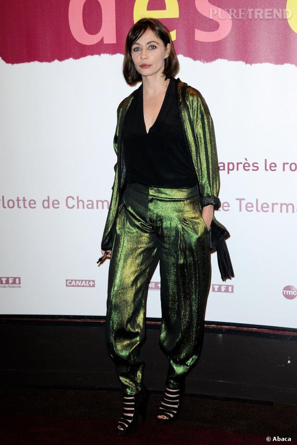 """Emmanuelle Béart, terriblement mode pour l'avant-première du film """"Les Yeux Jaunes des Crocodiles"""" à Paris, lundi 31 mars 2014."""