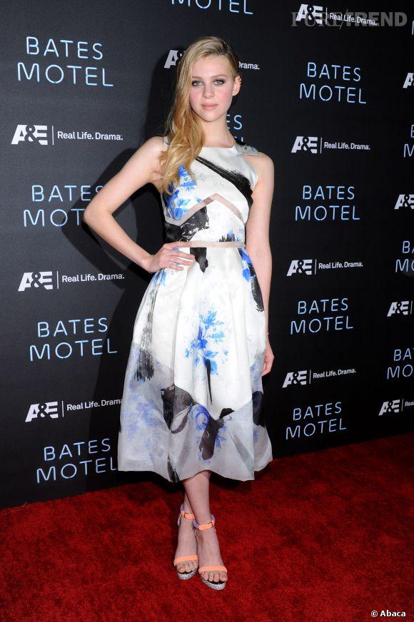 """Nicola Peltz, divine dans une robe pastel pour la présentation de """"Bates Motel""""."""
