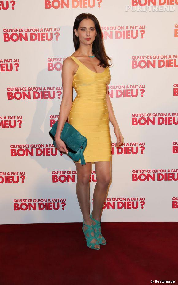 6fd9302ad69d2 Frédérique Bel dans une mini robe sexy pour la première du film  quot Qu