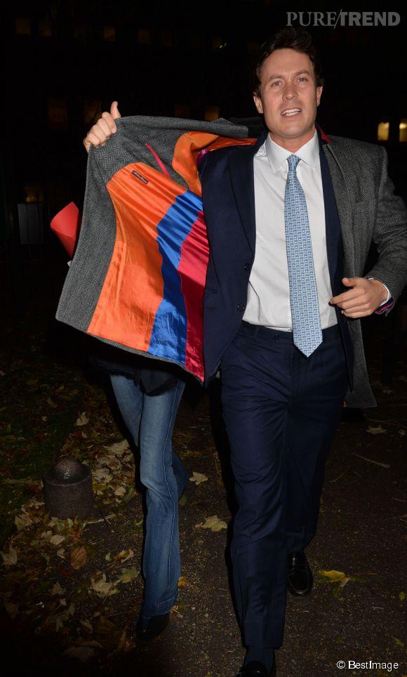 Et quand Harry n'est pas avec elle, Cressida Bonas essaye de se cacher. Comme ici à Londres le 4 décembre 2013.