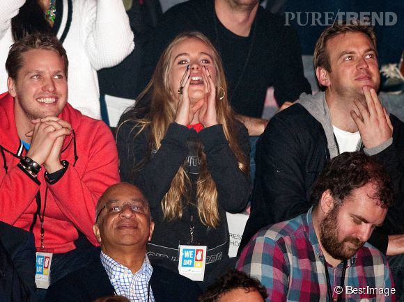 Cressida Bonas est une bonne vivante. Ici elle attend son Prince Harry dans les tribunes le 7 mars 2014.