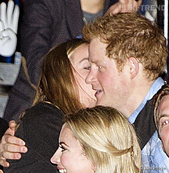 Cressida Bonas et le Prince Harry vont-ils réussir à surmonter les obstacles? Seul l'avenir nous le dira. Ici, très amoureux le 7 mars 2014 à Londres.