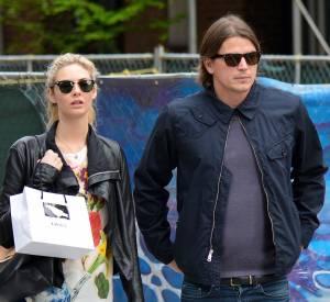 Dès qu'il est avec sa copine Tamsin Egerton, Josh Hartnett fait un effort de style!