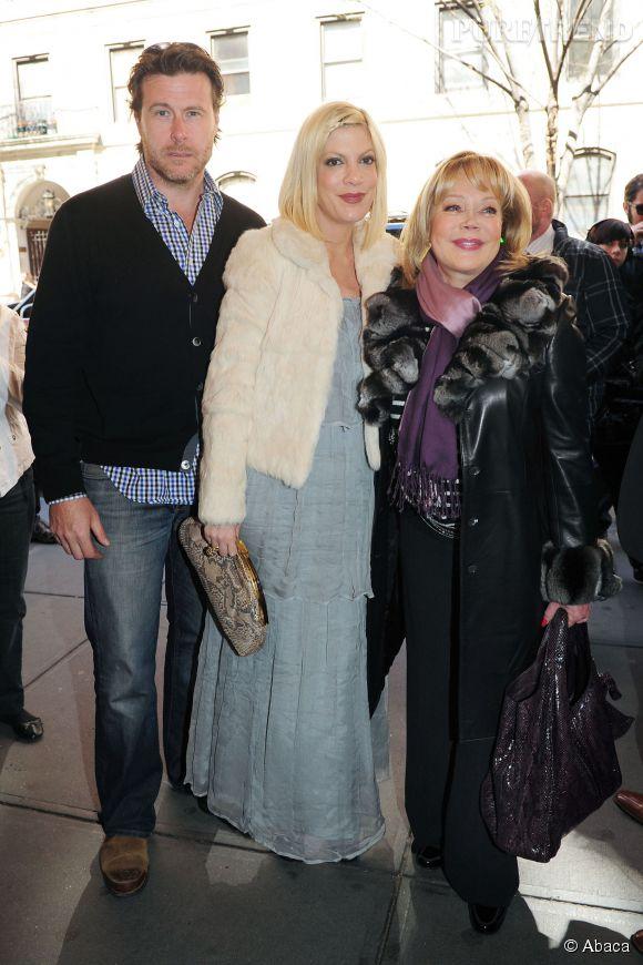 Tori Spelling, Dean McDermott et Candy en 2011. A l'époque le couple était encore très heureux.