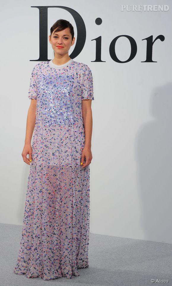 Marion Cotillard en robe rebrodée de sequins, lors du défilé Croisière 2015 Christian Dior qui s'est déroulé à New-York le 7 mai 2014.