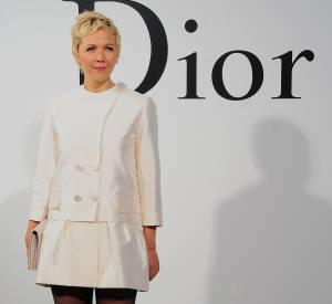 Maggie Gyllenhaal, devenue blonde, lors du défilé Croisière 2015 Christian Dior qui s'est déroulé à New-York le 7 mai 2014.