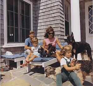Jackie Kennedy, John Kennedy et leurs enfants en août 1963.