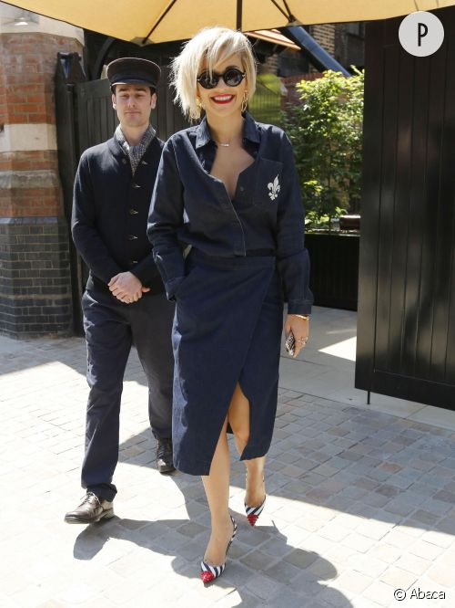 Rita Ora maîtrise la double dose de jean à Londre le 15 mai 2014.