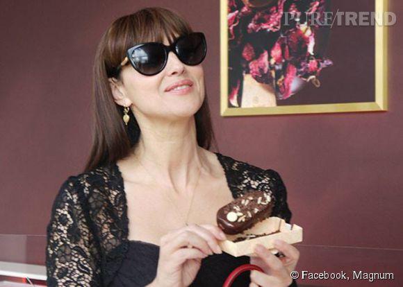 Monica Bellucci, une pause gourmande en plein Festival de Cannes 2014.