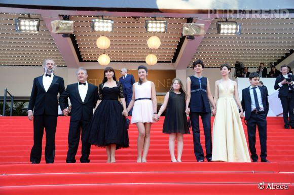 Monica Bellucci et l'équipe du film Les Merveilles montent les marches à Cannes le 18 mai 2014.