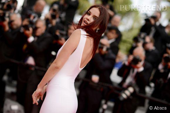"""Barbara Palvin monte les marches pour le film """"The Search"""" le 21 mai 2014 à Cannes."""