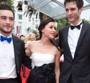 Pour parader sur le tapis rouge Olivia Ruiz avait choisi une jolie robe bustier noire et blanche. Ici avec Hugo Brunswick et Manuel Severi.