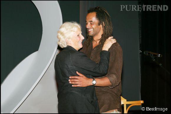 Yannick Noah et sa maman Marie-Claire lors de la remise du prix Clarins Femme Dynamisante en 2006.