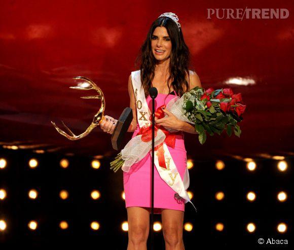 Sandra Bullock a reçu le prix Decade of Hotness pour souligner le fait que cela fait 10 ans qu'elle est un joli petit lot ! Sympatoche.