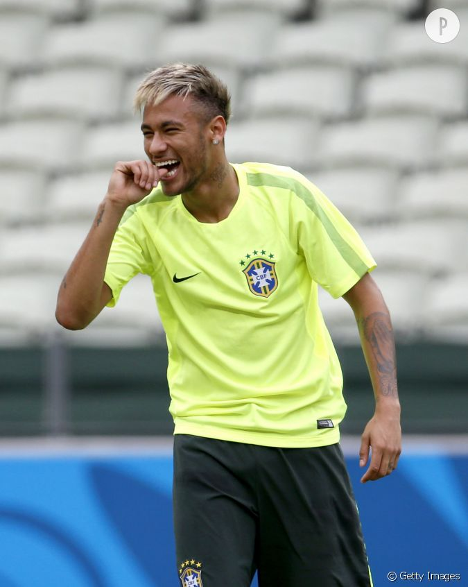 Neymar le beau br silien passe au blond avant le match - Meche blonde homme ...