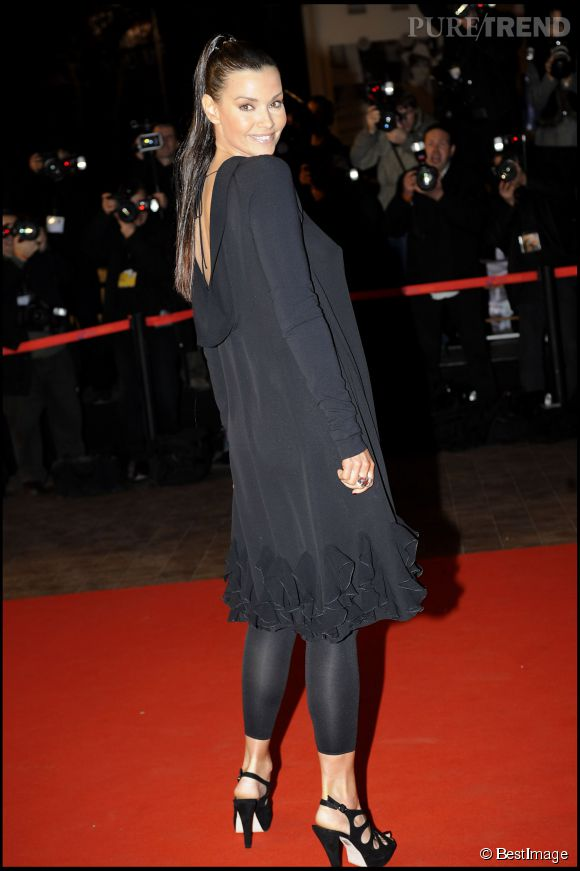 Ingrid Chauvin, beauté fatale en robe noire et les cheveux tirés en pony tail lors des NRJ Music Awards 2008.