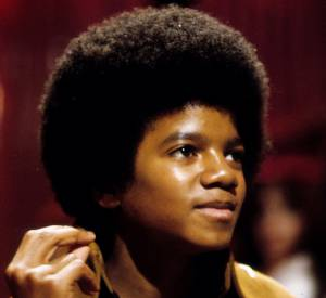 Lorsqu'il était petit Michael Jackson était très complexé à cause de son père, il a voulu complètement changer de visage.
