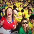 Jhendelyn Nunez n'a pas hésité à montrer son soutien-gorge en plein match Chili-Brésil.