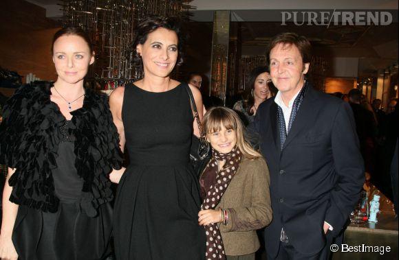 Stella McCartney, Inès de la Fressang, Violette d'Urso et Paul McCartney en 2009.