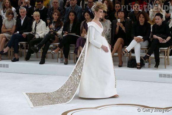La mariée était enceinte lors du défilé Chanel Haute Couture Automne-Hiver 2014/2015.