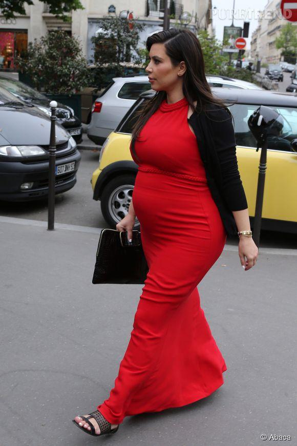 Kim Kardashian affirme que si les femmes enceintes doivent sortir de chez elles, elles peuvent le faire avec une couverture. C'était pas vraiment son cas.
