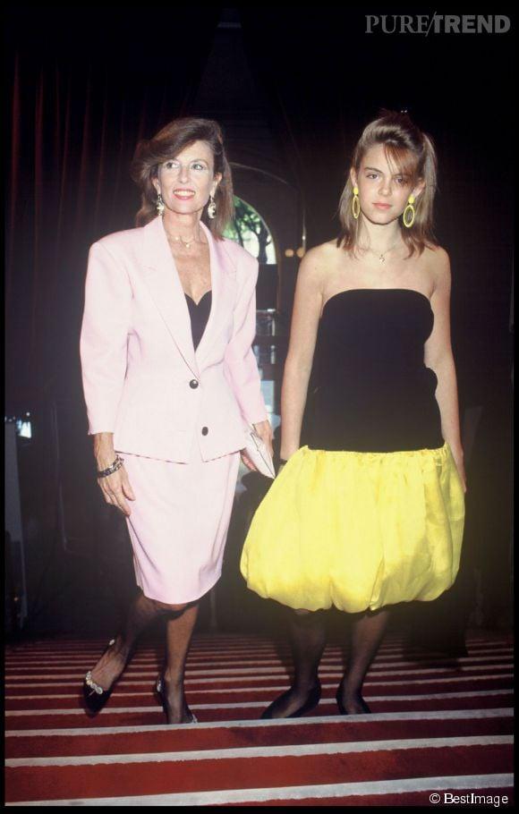 Julie Andrieu et sa mère l'actrice Nicole Courcel lors de la cérémonie des Molières de 1987.