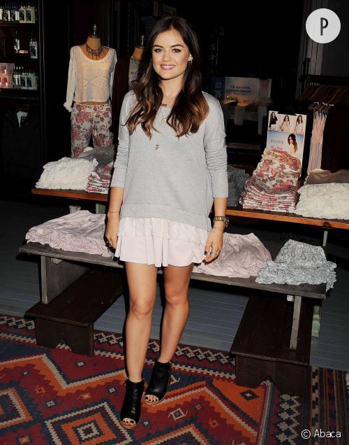 Lucy Hale casual et rock au lancement de sa collection chez Hollister samedi 9 août 2014.