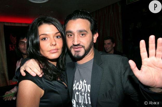 Cyril Hanouna et Emilie. C'est elle qui gère les enfants !