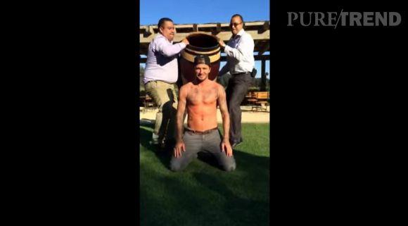 David Beckham relève le défi du Ice Bucket Challenge.