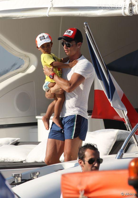 Cristiano Ronaldo protège au maximum son fils.