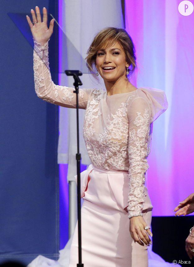 Jennifer Lopez, la sexy latina a un réel problème avec son ex Ojani Noa et les sex-tapes. Pas cool.