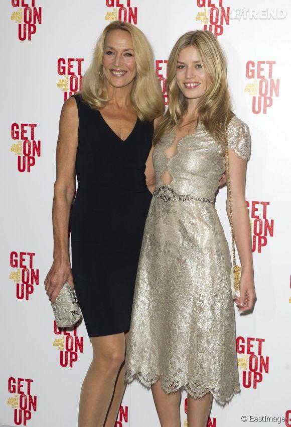 """Georgia May Jagger et Jerry Hall lors de l'avant-première londonienne de """"Get On Up"""" le 14 septembre 2014."""