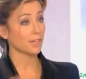 """Anne-Sophie Lapix face à Marine Le Pen dans """"Dimanche +"""", le 15 janvier 2012."""