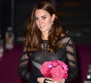 Kate Middleton enceinte : nouvelle apparition glamour à un soutien-gorge près...