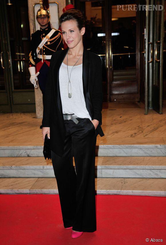 Lorie ose le look masculin-féminin au Gala de L'Espoir le 23 octobre 2014 à Paris.