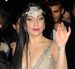 Lady Gaga : le décolleté ultra plongeant qui enflamme Paris