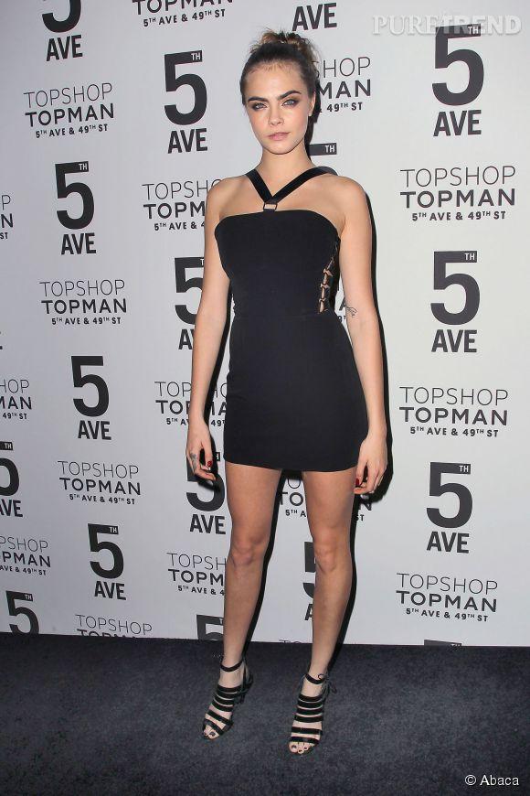 Cara Delevingne, sexy à souhait pour le lancement du flagship Topshop à New York.