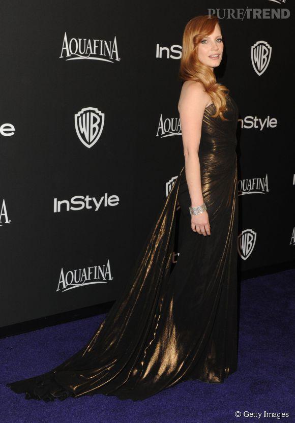 Jessica Chastain en Atelier Versace lors de l'after party WB InStyle Golden Globe au Hilton de Beverly Hills le 11 janvier 2015. L'actrice porte des sandales plateforme Jimmy Choo.