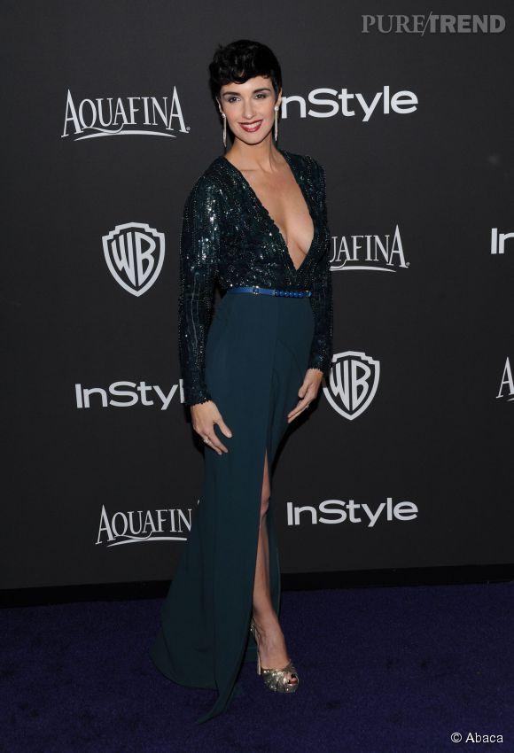"""Paz Vega en Elie Saab lors de l'after party WB InStyle Golden Globe au Hilton de Beverly Hills le 11 janvier 2015. L'actrice porte les sandales """"Kalpa"""" de Jimmy Choo."""