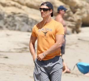 Quand Matthew McConaughey part faire du sport, il emmène ses chiens avec lui.
