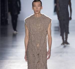 """Lors du """"Rick Owens Gate"""", les mannequins ressemblent à des moines punk qui n'auraient rien à cacher..."""