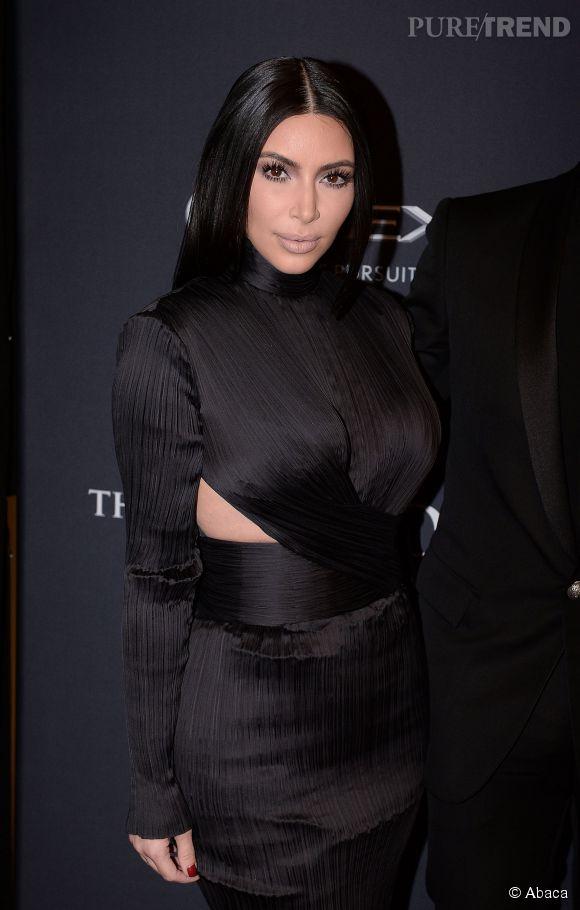 Kim Kardashian version gothique aux BET Awards, hier à Washington.