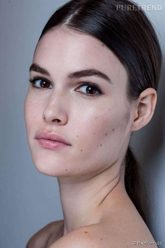 Envie de jolis cils tout en faisant l'impasse sur le maquillage quotidien ? Craquez pour le mascara semi-permanent.