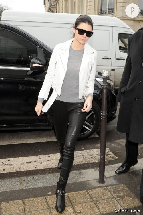 031f7967ceae Kendall Jenner   son look rock n roll à shopper. 1. Blouson cuir Arturo  Paris
