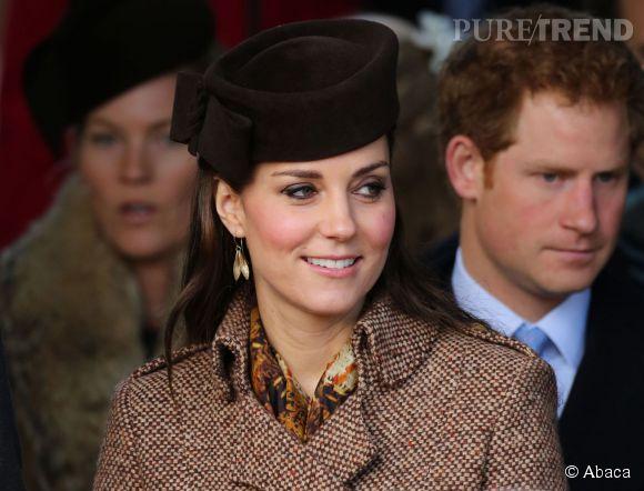 """Kate Middleton est née dans un milieu aisé mais pas noble. À son mariage avec le prince William, qu'elle a rencontré à l'université de St Andrews, en Ecosse, elle devient """"Son Altesse royale la princesse William Arthur Philip Louis, duchesse de Cambridge, comtesse de Strathearn, baronne Carrickfergus""""."""