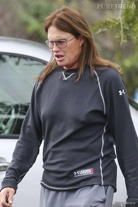 Bruce Jenner continue sa métamorphose en femme.