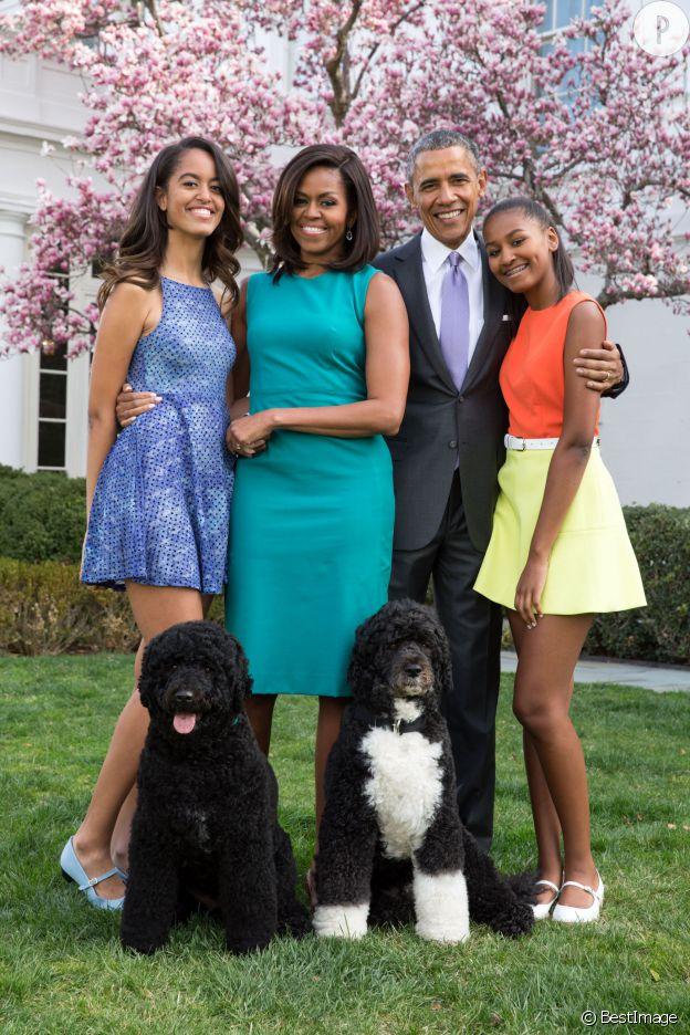 La famille Obama au grand complet, Bo et Sunny les deux chiens présidentiels, ont aussi pris la pose.
