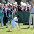 Barack Obama a lui aussi participé à la garden party de Pâques, en pantalon de toile beige.