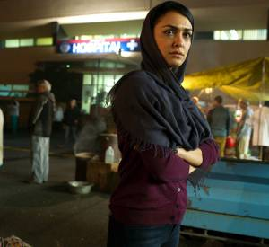Fara Sherazi (Nazanin Boniadi) délaisse l'analyse pour le terrain.