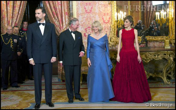 Aussi endimanchés soient-ils, Camilla et Charles ont bien du mal à rivaliser avec le couple princier d'Espagne. Souhaitons que Letizia ait donné quelques conseils mode à la duchesse.